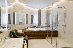 A bathroom at Kazakhstan Hotel