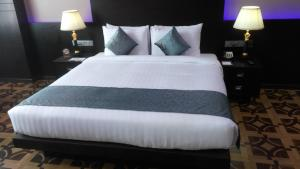 A bed or beds in a room at Park Regis Lotus Hotel