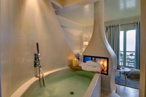 A bathroom at Agapitos Villas & Guesthouses