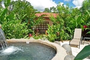 Piscina en o cerca de Volcano Lodge, Hotel & Thermal Experience