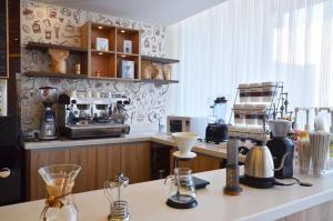 A cozinha ou cozinha compacta de Madeira Hotel Suites