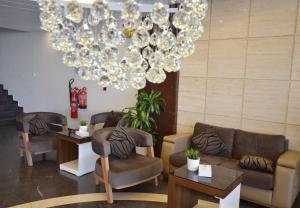 O saguão ou recepção de Madeira Hotel Suites