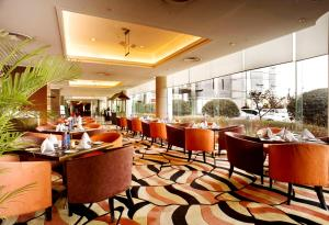 A restaurant or other place to eat at Howard Johnson Ginwa Plaza Hotel
