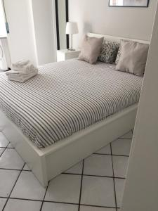 A bed or beds in a room at Salerno 55