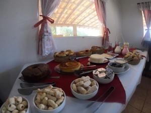 Breakfast options available to guests at Pousada Fecho da Serra