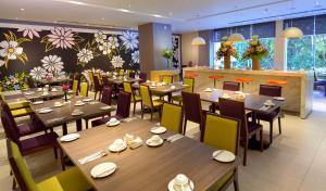 A restaurant or other place to eat at Mercure Kota Kinabalu City Centre