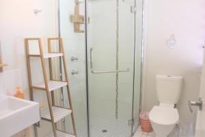 A bathroom at Sunbird