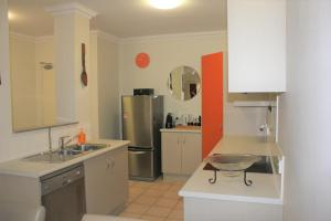 A kitchen or kitchenette at Sunbird