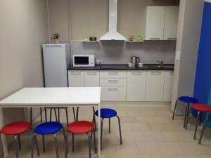 Кухня или мини-кухня в Хостелы Рус -Новосибирск