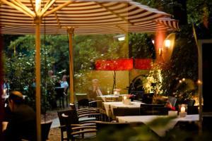 Ein Restaurant oder anderes Speiselokal in der Unterkunft Savoy Berlin