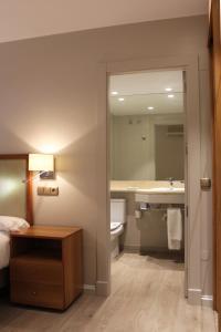 A bathroom at Hotel Carreño