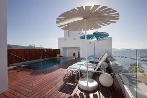 Basen w obiekcie La Goleta Hotel de Mar - Adults Only lub w pobliżu