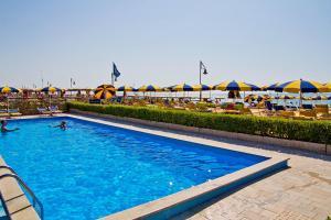 Bazén v ubytování Hotel Oliver nebo v jeho okolí
