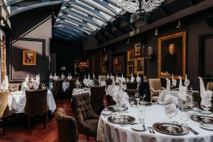 A restaurant or other place to eat at Hotel Telegraaf, Autograph Collection