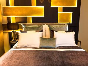 سرير أو أسرّة في غرفة في ذا ثيف