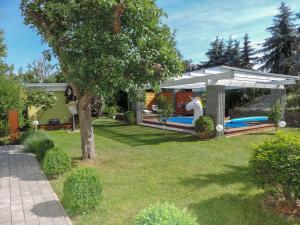 Der Swimmingpool an oder in der Nähe von Ferienhaus Baldamus in Blankenburg