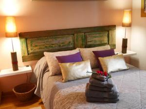 A bed or beds in a room at Casas Serenas