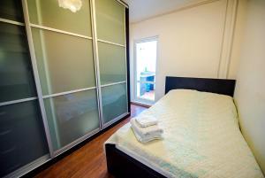 Кровать или кровати в номере Okeanskiy, 136