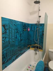 A bathroom at Hôtel Concorde