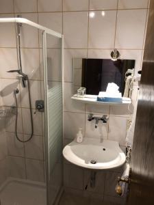 Ein Badezimmer in der Unterkunft Hotel Heuberger Hof, Wehingen