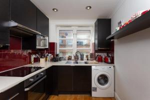 Cuisine ou kitchenette dans l'établissement Flat Near Liverpool Street With 2 Bedrooms
