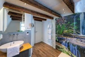 A bathroom at Flair Hotel Hopfengarten