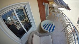 Un balcón o terraza de Preciosos Apartamentos Caracola EN LA PRIMERA LINEA DE LA PLAYA DE GANDIA