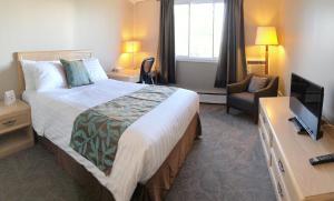 Кровать или кровати в номере Seasons Inn Halifax