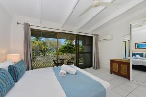 A bed or beds in a room at Seascape Holidays at Beachfront Terraces