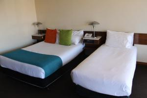 A bed or beds in a room at Mid City Ballarat
