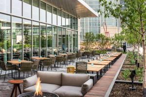 A restaurant or other place to eat at Hyatt Regency McCormick Place