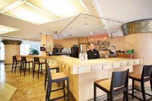 The lounge or bar area at Invisa Hotel La Cala