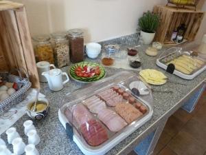 Сніданок для гостей Pension Prietzel