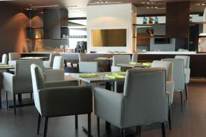 A restaurant or other place to eat at Pullman Miri Waterfront