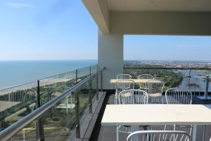 A balcony or terrace at Pullman Miri Waterfront