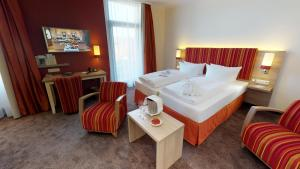 A bed or beds in a room at Hotel Goldene Traube