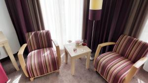 A seating area at Hotel Goldene Traube