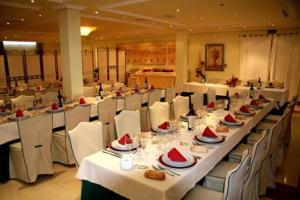 Un restaurante o sitio para comer en Hotel Mirador