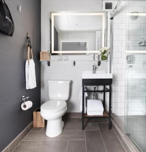 A bathroom at Harbor Court Hotel