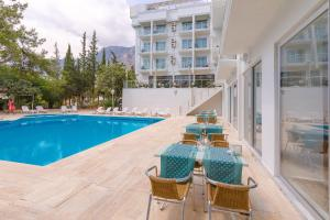 The swimming pool at or near Ekici Hotel