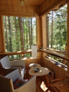 Restoran või mõni muu söögikoht majutusasutuses Karu Treehouse