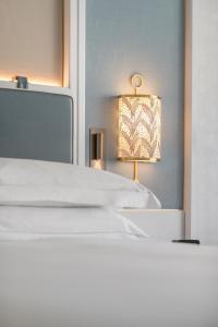 Łóżko lub łóżka w pokoju w obiekcie Hilton Imperial Dubrovnik