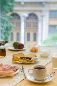 Breakfast options available to guests at Arethusa Hotel