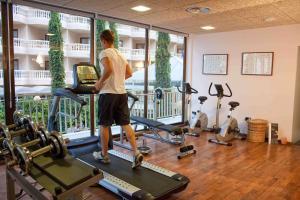 Gimnasio o instalaciones de fitness de Hotel Servigroup Papa Luna