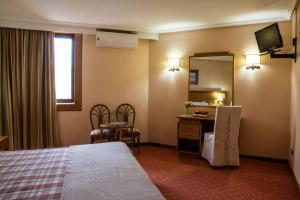 Uma cama ou camas num quarto em Hotel Lusitano