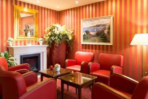 A seating area at Best Western Seehotel Frankenhorst