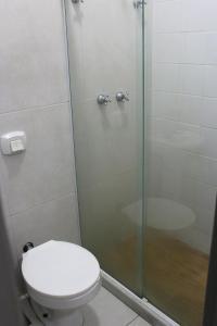 A bathroom at Hotel Palmeiras Ltda