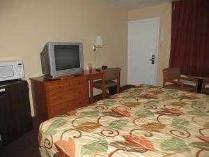 A bed or beds in a room at Premier Inns Metro