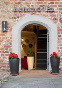 Eine Fassade oder ein Eingang zu Burghotel Bad Belzig