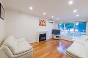 A seating area at Rent Melbourne